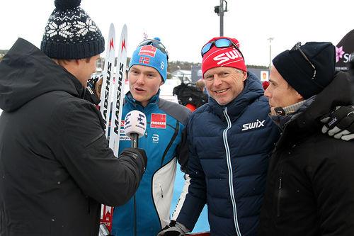 Johan Hoel ble intervjuet av Discovery-gjengen etter den sterke femteplassen fredag. De øvrige på bildet er fra venstre: Jonas Bergh-Johnsen, Åge Skinstad og Jan Christian Bjørn. Foto: Erik Borg.