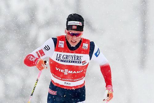 Johannes Høsflot Klæbo underveis i verdenscupen i Kuusamo og Ruka 2017 hvor det hele endte med overlegen seier. Foto: Modica/NordicFocus.