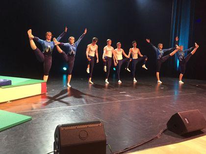 Dans på skuleprisutdelinga