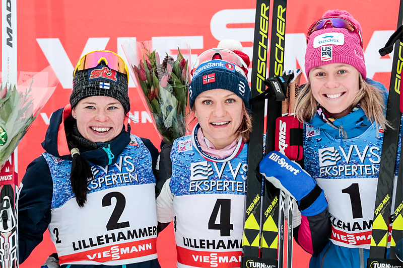 Damepallen i sprinten under verdenscupen i Lillehammer 2017. Fra venstre: Krista Pärmäkoski (2. plass), Maiken Caspersen Falla (1) og Sadie Björnsen (3). Foto: Modica/NordicFocus.