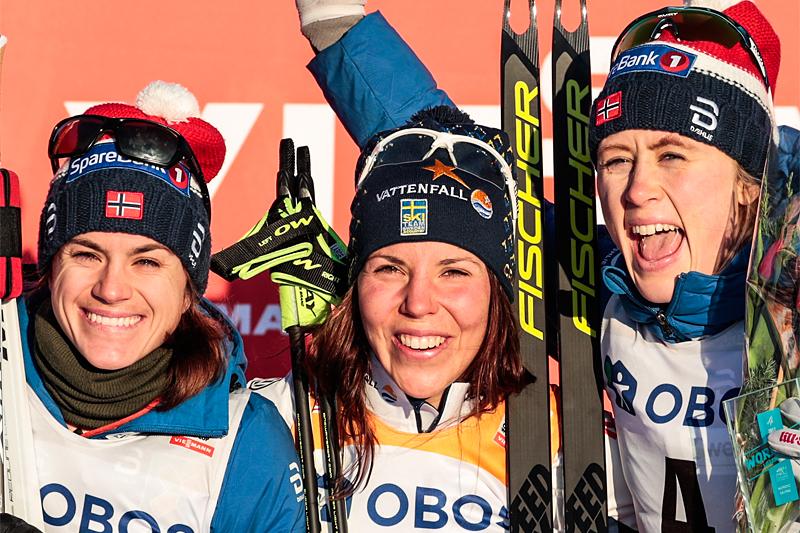 Damepallen på 15 km skiathlon under verdenscupen i Lillehammer 2017. Fra venstre: Heidi Weng (2. plass), Charlotte Kalla (1) og Ragnhild Haga (3). Foto: Modica/NordicFocus.