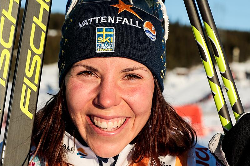 Charlotte Kalla etter skiathlon-seieren på Lillehammer i verdenscupen høsten 2017. Foto: Modica/NordicFocus.