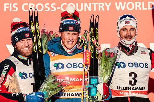 Herrepallen på 30 km skiathlon under verdenscupen i Lillehammer forrige vinter. Fra venstre: Martin Johnsrud Sundby (2. plass), Johannes Høsflot Klæbo (1) og Hans Christer Holund (3). Foto: Modica/NordicFocus.