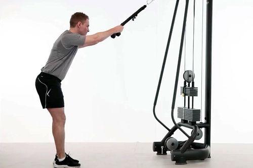 Latsdrag med tau i kabel er en god øvelse for langrennsløpere. Skjermdump fra Exorlive, treningsprogrammet Maksstyrke for langrenn av Eivind Haakenstad Godli.