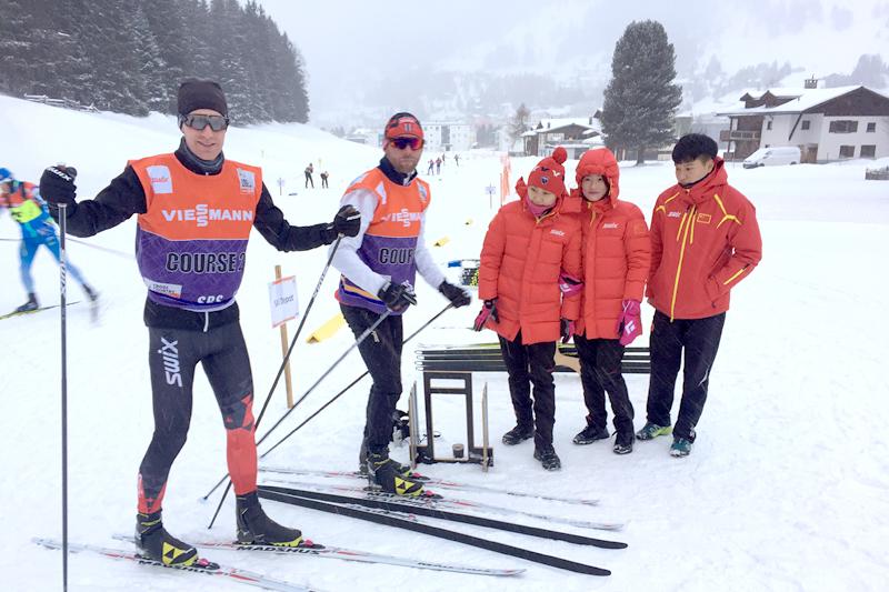 Morten Sætha og Mihhail Lukertsenko fra Swix Racing Service, og tre representanter fra Swix i Kina som er med dem denne uka i Davos.