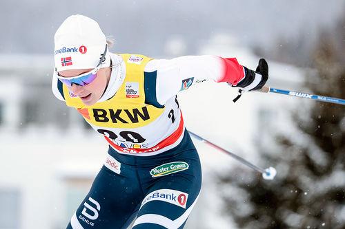 Thea Krokan Murud går ut med startnummer 1 i lørdagens Planica-sprint. Foto: Modica/NordicFocus.