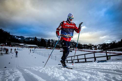 Sjur Røthe trener dagen foran 4. etappe i Tour de Ski, sprinten i Oberstdorf. Foto: Modica/NordicFocus.