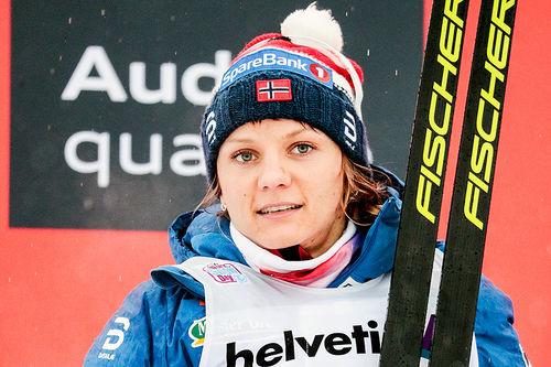 Maiken Caspersen Falla tok en sterk 2. plass på fellesstarten med 10 kilometer fri teknikk i Oberstdorf, 5. etappe i Tour de Ski 2017-2018. Foto: Modica/NordicFocus.
