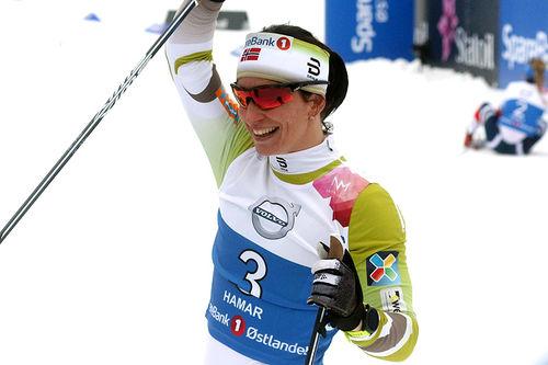 Marit Bjørgen jubler for seier i NM-sprinten på Gåsbu 2018. Foto: Erik Borg.