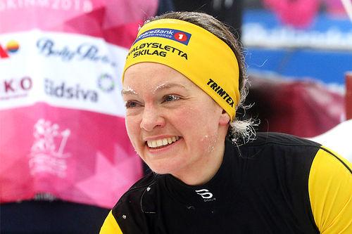Berthe Annette Svenkerud smiler i målområdet etter sin flott innsats på 10 km fri under NM på Gåsbu 2018. Det spørs om hun ikke var mest glad av alle. Foto: Erik Borg.