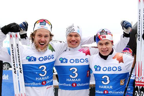 Supergutta fra Asker Skiklubb som kapret 3. plass i NM-stafetten under mesterskapet på Gåsbu 2018. Fra venstre: Erland Kvisle (2. etp.), Erlend Nydal (1) og Harald Østberg Amundsen (3). Foto: Erik Borg.