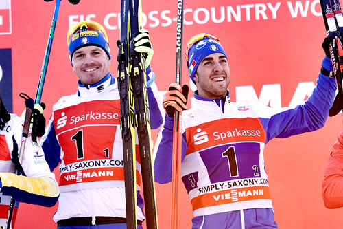 Dietmar Nöckler og Federico Pellegrino kunne juble etter å ha vunnet lagsprinten under verdenscupen i tyske Dresden 2018. Foto: Thibaut/NordicFocus.