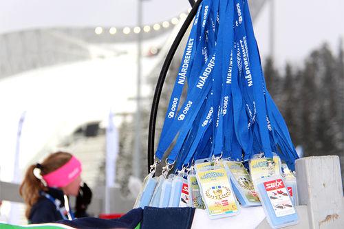 Premiene i Njårdrennet var fluorfri glider forkledd som medaljer. Foto: Morten Dybdahl/Njårdrennet.