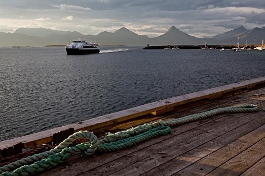Hurtigbåten anløper skutvik