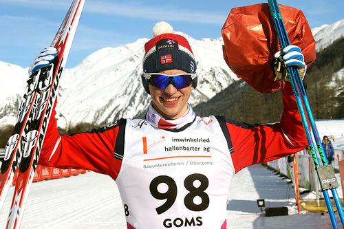 Jon Rolf Skamo Hope jubler for gull på 10 kilometer klassisk under Junior-VM i Goms 2018. Foto: Erik Borg.