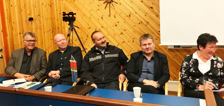 Deler av styringsgruppa på informasjonsmøte i Tysfjord 23. august. 2017,. Her representert ved: F.v. Ordfører i Hamarøy Jan-Folke Sandnes, ordfører i Tysfjord Tor Asgeir Johansen, fra politiet Hans Kristian Grunnvoll, Lars Magne Andreassen fra Arran