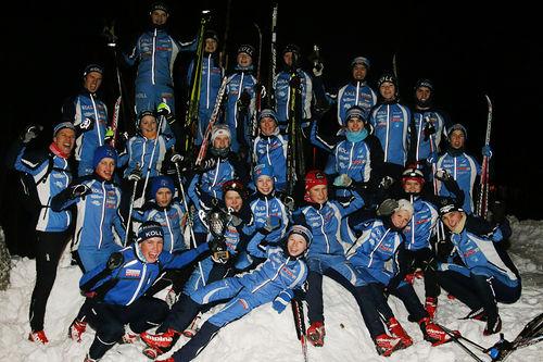 2004- og 2005-gjengen sørget sist helg for at IL Koll ble beste gutteklubb på Ungdommens Holmenkollrenn. De har flere dyktige trenere som også er med på dette bildet. Foto: Privat.