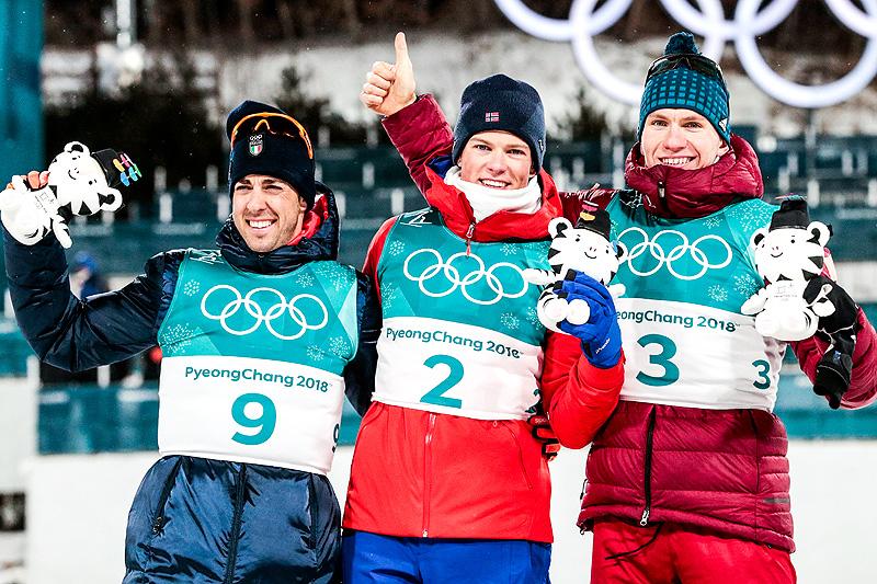 Herrenes medaljevinnere i sprint under OL Pyeongchang 2018. Fra venstre: Federico Pellegrino (2.-plass), Johannes Høsflot Klæbo (1) og Alexander Bolshunov (3). Foto: Modica/NordicFocus.