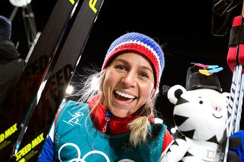 Tiril Eckhoff jubler for bronse på fellesstart under OL i Pyeongchang 2018. Foto: Manzoni/NordicFocus.