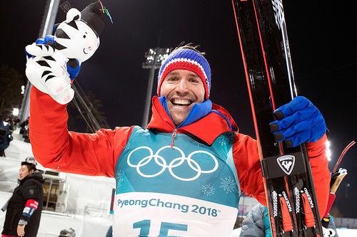 Emil Hegle Svendsen kunne juble for bronse etter fellesstarten under OL i Pyeongchang 2018. Foto: Manzoni/NordicFocus.