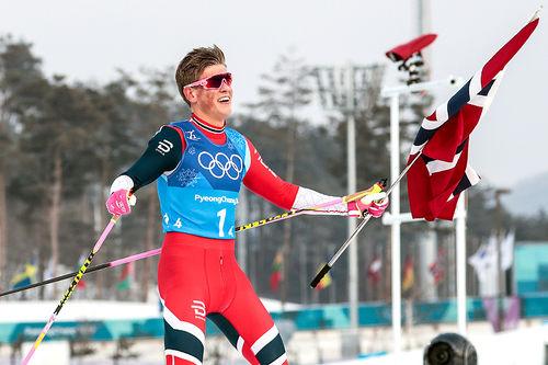 Johannes Høsflot Klæbo tar Norge inn til gull som ankermann på OL-stafetten i Pyeongchang 2018. Foto: Modica/NordicFocus.