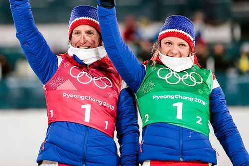Marit Bjørgen (t.v.) og Maiken Caspersen Falla tok bronse på lagsprinten under OL i Pyeongchang 2018. Foto: Modica/NordicFocus.