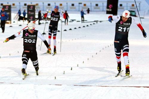 Sindre Bjørnestad Skar (nr. 202) har lengste tåspiss i sprintfinalen av Skandinavisk Cup i Trondheim og Granåsen 2018. Nærmest fulgte mannen til høyre i bildet, Erik Valnes. Foto: Norges Skiforbund.