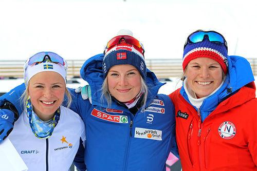 Pallen etter 5 km under Skandinavisk Cup i Granåsen og Trondheim 2018. Fra venstre: Frida Karlsson (2. plass), Thea Krokan Murud (1) og Mari Eide (3). Foto: Norges Skiforbund.