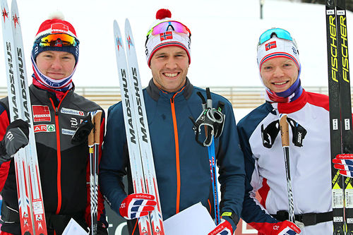 Pallen etter 10 km under Skandinavisk Cup i Granåsen og Trondheim 2018. Fra venstre: Johan Hoel (3. plass), Pål Golberg (1) og Eirik Brandsdal (2). Foto: Norges Skiforbund.