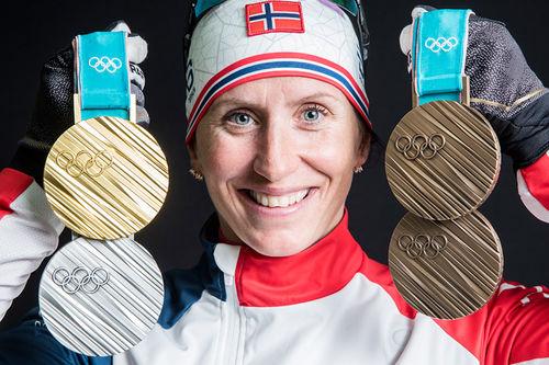 Marit Bjørgen med 4 av sine 5 medaljer for OL i Pyeongchang 2018. Foto: Modica/NordicFocus.