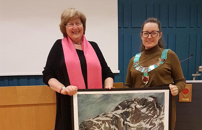 Berit Leikhammer sammen med ordfører Marianne Grimstad Hansen