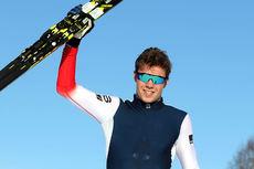 Thomas Helland Larsen jubler for gull på 20 km klassisk for menn 19/20 år under Junior-NM i Steinkjer 2018. Foto: Erik Borg.