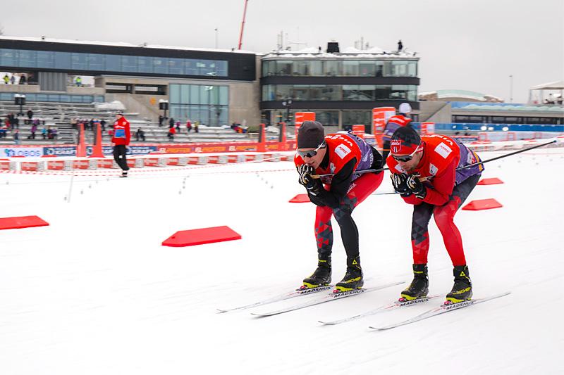 Morten Sætha og Mihhail Lukertsenko, begge fra Swix Racingservice, tester glid under verdenscupen i Holmenkollen 2018. Foto: Swix Sport.