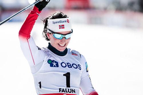 Marit Bjørgen inn til suveren seier på minitouren som avrundet verdenscupen 2018 i Falun. Foto: Modica/NordicFocus.