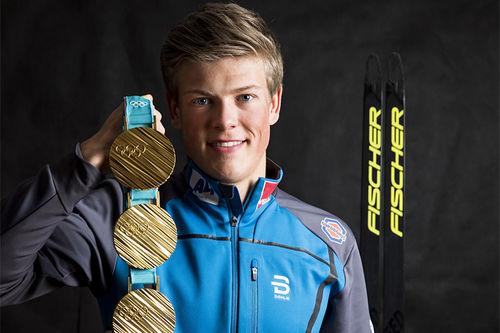 Johannes Høsflot Klæbo med medaljer fra OL Pyeongchang i Sør-Korea 2018. Foto: Modica/NordicFocus.