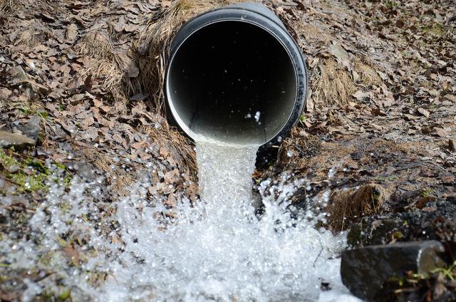 Stikkrenne med vann