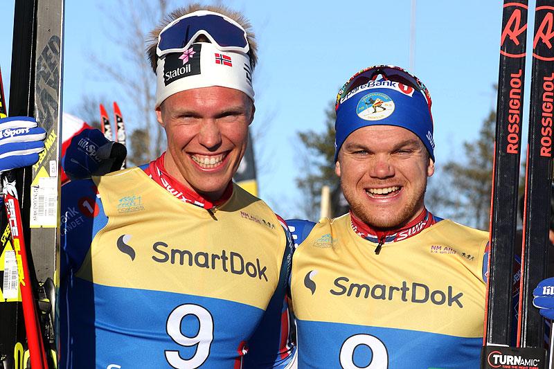 Martin Løwstrøm Nyenget (t.v.) og Håvard Solås Taugbøl tok Lillehammer til gull på lagsprinten under NM Alta 2018. Foto: Erik Borg.