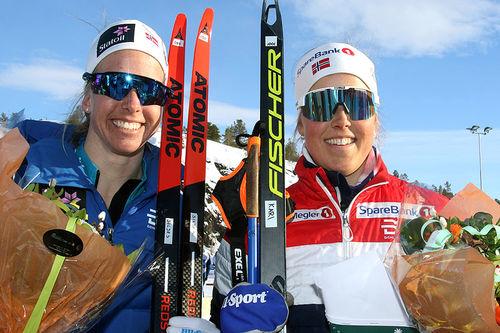 Silje Øyre Slind (t.v.) og Kari Øyre Slind gikk inn til sølv for Oppdal IL på lagsprinten under NM i Alta 2018. Foto: Erik Borg.