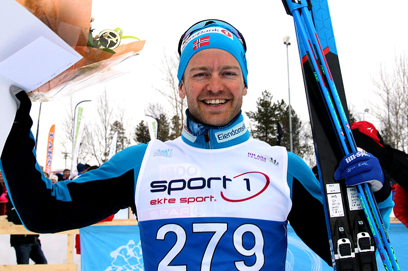 Sjur Røthe jubler for gull på 10 km klassisk under NM i Alta 2018. Foto: Erik Borg.