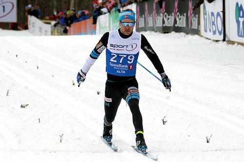 Sjur Røthe sklir inn til gull på 10 km klassisk under NM i Alta 2018. Foto: Erik Borg.