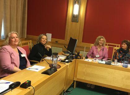 FUG-lederen sammen med tre seniorrådgivere fra FUB og FUG
