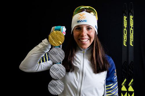 Charlotte Kalla med medaljer fra OL i Pyeongchang 2018. Foto: Modica/NordicFocus.