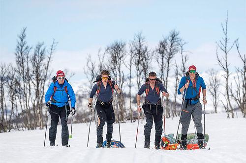 Egil Nilsen, Eirik Bruland, Anders Aukland og Jørgen Aukland på sin treningscamp ved Skinnarbu i forkant av turen over isen på Grønland. Foto: Hans Kristian Krogh-Hanssen/Bergans.