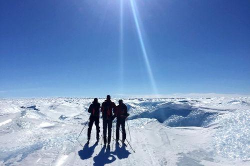 Grønlandsisen ønsker Anders og Jørgen Aukland med makkerne Egil Nilsen og Eirik Bruland velkommen til dyst. Foto: Privat.