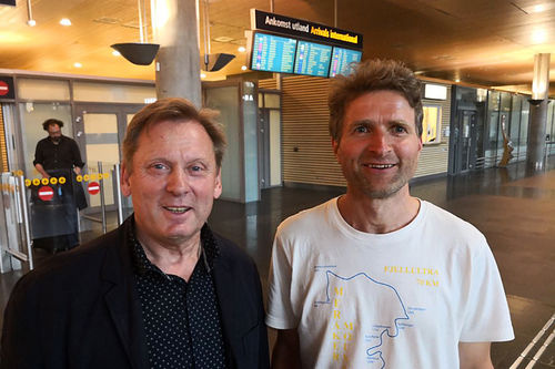 Til venstre Aleksandr Zavjalov, mannen som var sterkt involvert i dramatikken under VM-stafetten i Oslo og Holmenkollen i 1982 da Oddvar Brå brakk staven. Her sammen med forfatter og folkeminnegransker Thor Gotaas i juni 2018. Foto: Gaute Langaas.