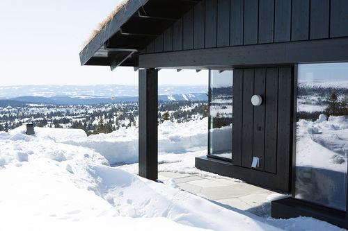 En av Leve Hytters stadig flere hytter i vinterfjellet. Foto: Leve Hytter.