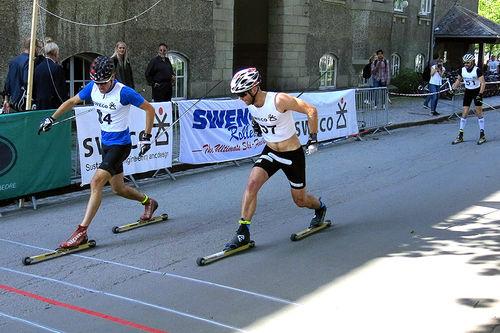 Daniel Svensson spurter til seier i Swecosprinten 2018, like foran Didrik Fjeld Elset. Fredrik Schwenke følger på tredjeplass. Arrangørfoto.