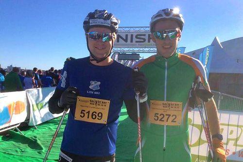 Vegard Vinje og Thomas Westgaard like etter målgang i Galway Bay Marathon på rulleski. Foto: Privat.