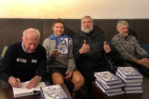 Fra lanseringen av boka Oddvar Brå - Et skiløperliv. Fra venstre: Oddvar Brå, Thor Gotaas (forfatteren av boka), Juha Mieto og Thomas Wassberg. Foto: Privat.