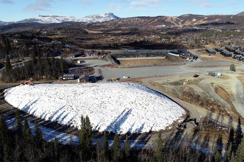 Mandag 29. oktober starter distribusjonen av snø på Beitostølen. Bildet er tatt dagen før. Foto: Kåre Weeg.